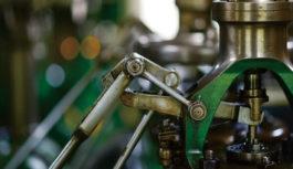 الآلات والمعدات الصناعية